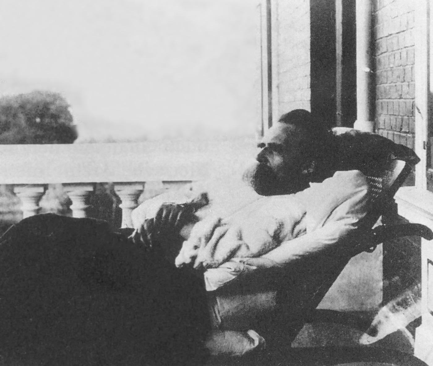 Friedrich Nietzsche - 1899 (10).jpg